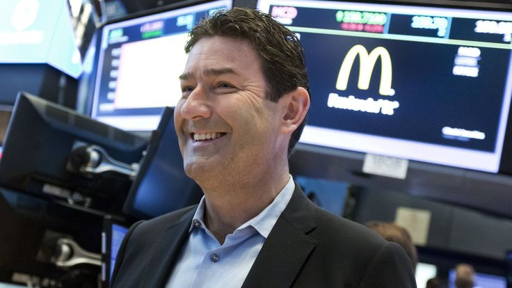 """Shortly after being promoted to the top job at the world's largest restaurant chain in 2015, Steve Easterbrook introduced himself to investors with a 23-minute video.  Speaking in monotone and staring straight into the camera — unkind viewers noted that he """"barely blinked"""" — the new McDonald's... - #Introduced, #Kale, #Man, #McDonalds, #News"""