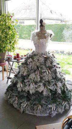 a0144f5a5ebc eBook Tutorial: Dress Form Christmas Tree - Grand Diva Style | Christmas  Decorations | Dress form christmas tree, Christmas tree dress, Mannequin  christmas ...