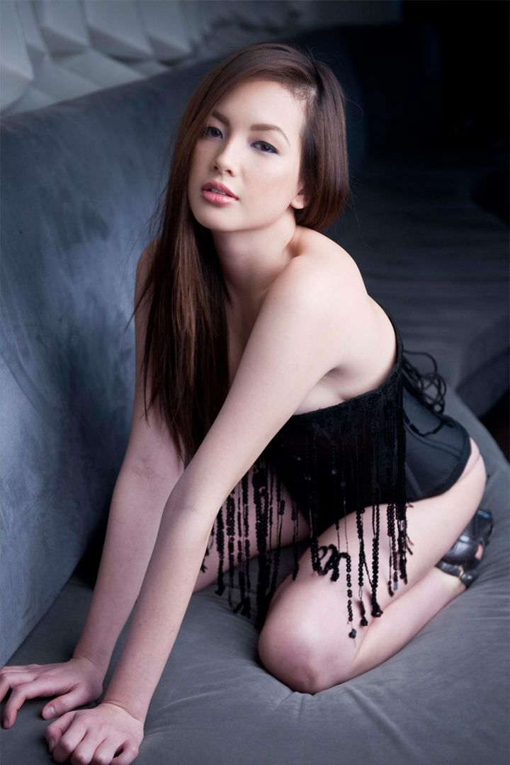 Ellen Adarna 39 S Hottest Photos Sexy Pinay Celebrities