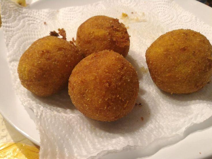 Polpette di zucca e patate alla curcuma : Una ricetta facile facile per un antipasto o un piatto unico sfizioso. Ecco le Polpette Di Zucca E Patate alla Curcuma. Buona preparazione a tutti