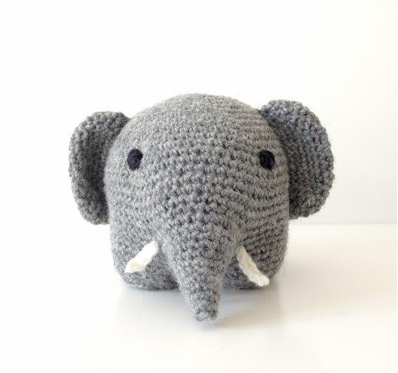 Her kommer den danske opskrift på en sød hæklet elefant som cirkulerede på spansksprogede hækleblogs…