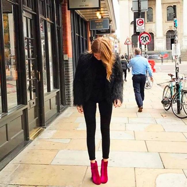 Креативно созданный цветовой акцент.😍 И еще одно подтверждение, что идеально сидящие черные джинсы – must-have осенне-зимнего сезона. Подобрать себе черные джинсы с идеальной посадкой вы сможете в JiST или jist.ua #fashionable #outfitidea: #stylish #black #DL1961 #jeans help to create #chic & #trendy #fall #outfit #мода #стиль #тренды #джинсы #модно #стильно #осень #киев
