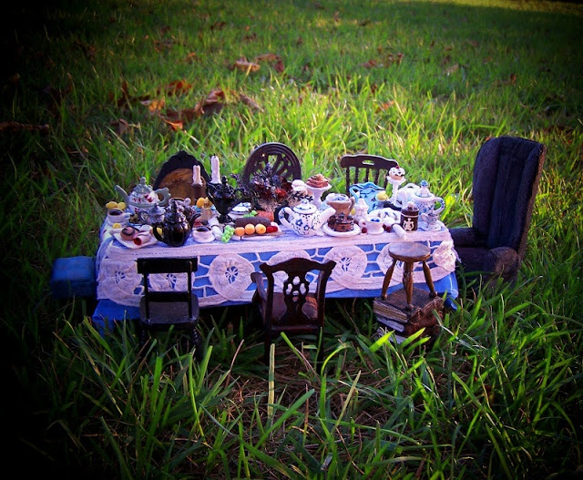 19th Day Miniatures Works in Progress: Alice in Wonderland Miniature Dollhouse Table update 8-30-12