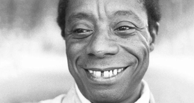 """""""Quando você estava começando como escritor, sendo negro, pobre e homossexual, deve ter pensado: 'Nossa, quão desfavorecido se pode ser?', afirmou certa vez um apresentador detalk showao entrevistar James Baldwin. Sem pestanejar, ele respondeu: """"Não, eu achei que tinha tirado a sorte grande. Era tão ultrajante que eu tinha de achar um jeito de usar ..."""