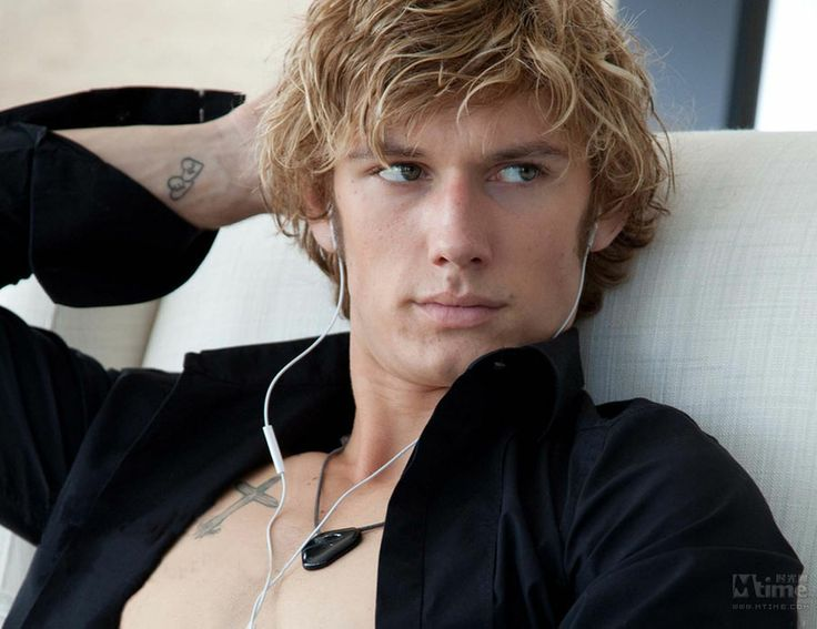 Alex Pettyfer was born in Hertfordshire and raised in Windsor. His mother, Lee, is an interior designer. His father, Richard Pettyfer, is a fellow actor. He attended various private schools. During this time, he enjoyed performing in school plays. At age 13, he auditioned and won a role in the TV movie