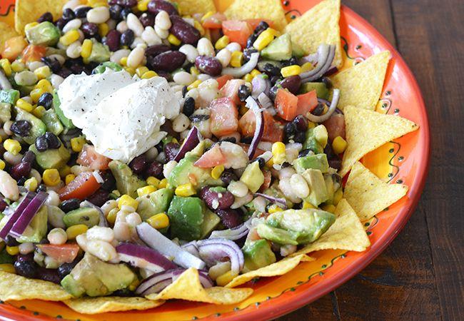 Speciaal voor de lente ben ik aan de slag gegaan met een lekkere salade: een Mexicaanse bonensalade. Goed vullend, gezond en bovenal héél lekker.