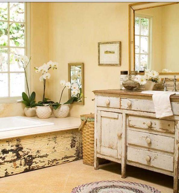 Vintage bathroom.. ugh my love for vintage.. yes please