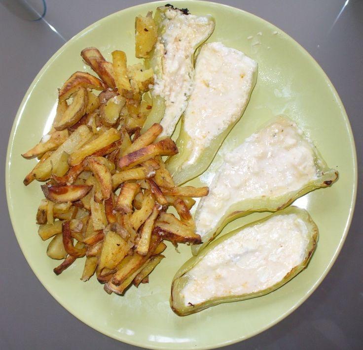 Jak připravit papriky plněné sýrem s pečenými bramborami | recept
