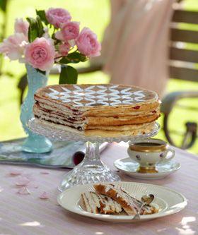 Striftorte  Denne torte blev tidligere ofte brugt som barselskage. Det var en skik, at man sendte lagkager som barselsgaver, da det var normalt, at man inviterede til barselskaffe, altså kaffegilde.