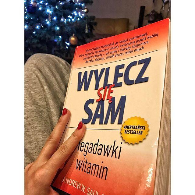 Byłam ciekawa tej książki. Taka pół na pół w moich oczach jednak warta zakupu ze względu na nawet kilka terapii.  #wieczorem #nieoglądamtv #ostatnipost #beztelefonuod20 #przyzwyczajciesię #jutroucieknęzgabinetu #agnieszkakulagacom