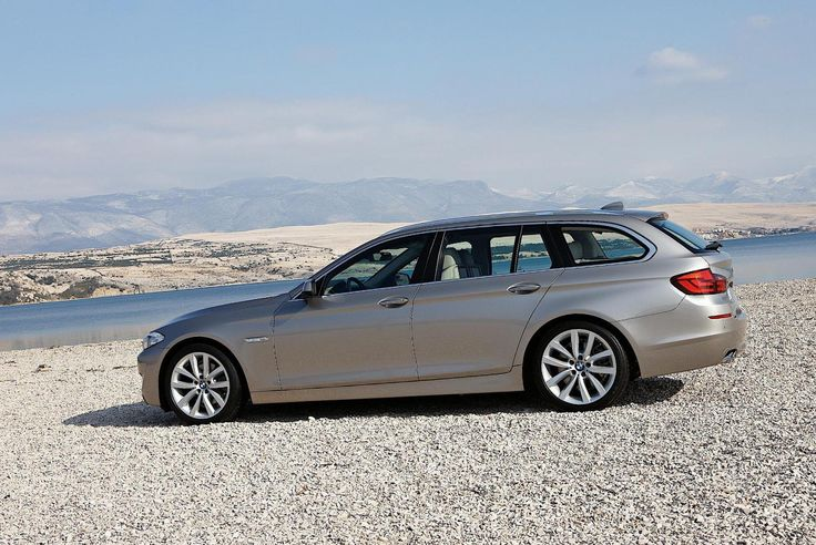 BMW 5 Series Touring (F11) Photos and Specs. Photo: BMW 5 Series Touring (F11) for sale and 25 perfect photos of BMW 5 Series Touring (F11)