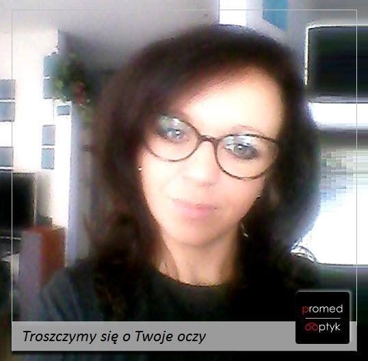 Na zdjęciu Pani Dorota w Swoich nowych okularach. Trzeba przyznać, że ślicznie. Pozdrawiamy Panią Dorotę i dziękujemy za przesłane zdjęcie :) #optyk #optometrysta #okulary #okulista