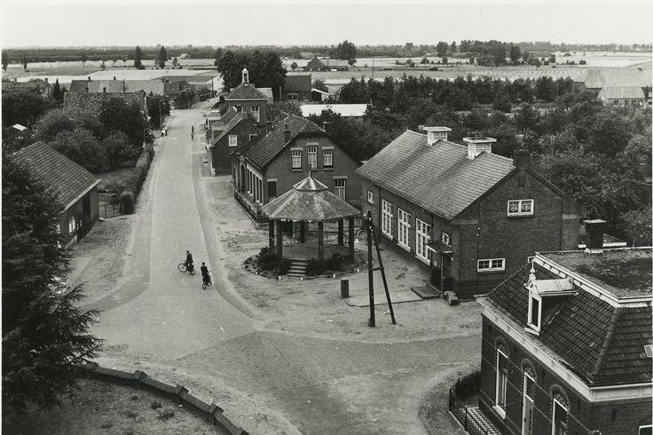 Serie van 3 panorama foto's van het centrum van Lierop, gezien vanuit de Koepelkerk - Auteur: niet vermeld - 1955