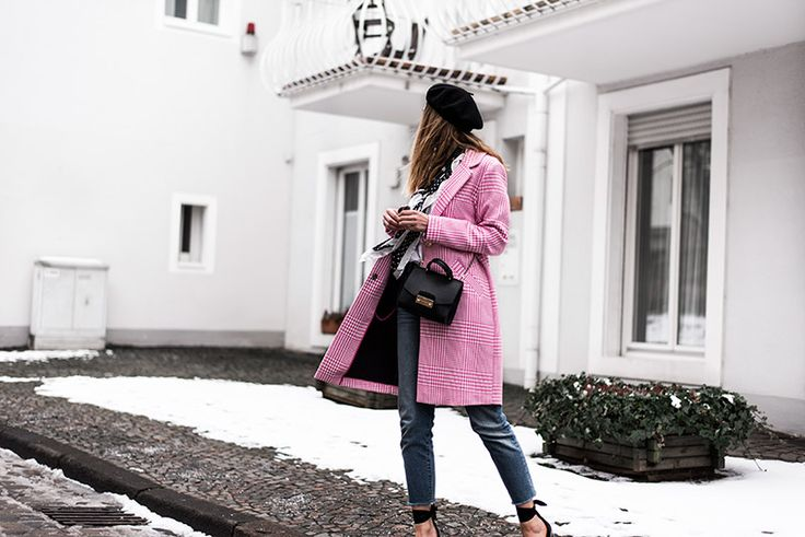 How a statement coat can upgrade any outfit  Beret:  Pimkie Scarf : Stradivarius Shirt : Zara Pink tartan coat : River Island Jeans : Levi's Shoes : Sacha Bag : Furla Sunglasses : Ray-Ban  http://www.fashionardenter.com/2018/03/how-statement-coat-can-upgrade-any.html