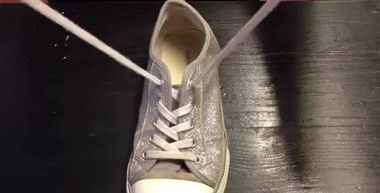 Back to School: Video teaches alternative method for tying shoelaces