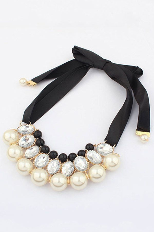 The necklace featuring color black layer. Self-tie band at the back.