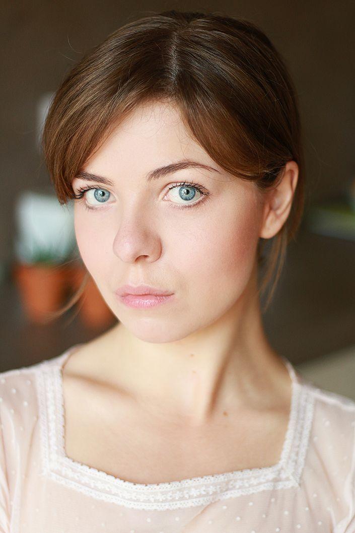 Trois techniques pour poser son blush sans erreur, selon la forme du visage et le rendu souhaité.