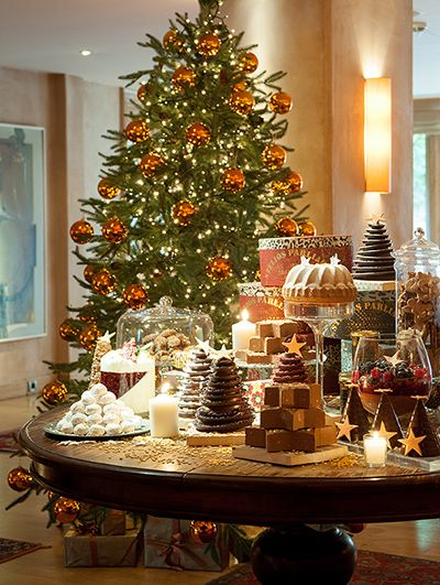 #Christmas' magic is spread all around #Athens and the fairytale boutique treasure, #TheMargiHotel.  http://www.tresorhotels.com/en/content/company/press/press-release/1524-niwse-th-lampsh-twn-xristoygennwn-sta-kalytera-luxury-boutique-hotels-ths-tresor-hotels-amp-resorts