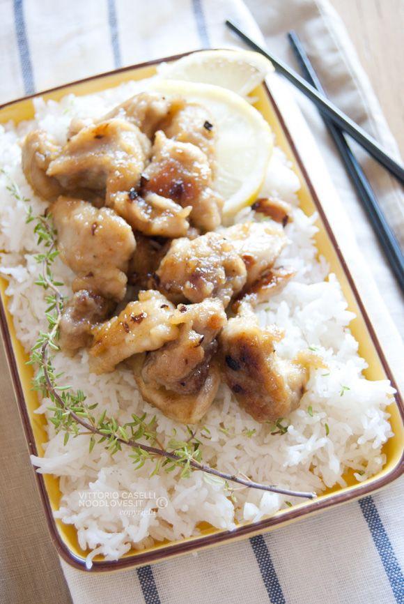 Pollo al limone con riso basmati alle erbe aromatiche La ricetta cinese super-super buona, che vorrete mangiare ogni sera! La ricetta su http://noodloves.it/pollo-al-limone-riso-basmati/ #Pollo #Limone #Riso #Basmati #Erbe #SecondoPiatto #PiattoUnico #Ricetta #Cina #SoloCoseBelle #SoloCoseBuone #FoodPorn #Yum #Gnam #GlutenFree #Agrodolce #Buonissimo #AcquolinaInBocca