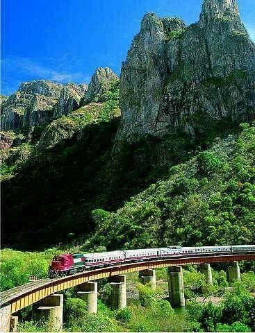 "Ferrocarril ""El Chepe"" En la barrancas del Cobre, Chihuahua Mexico © Justino Vivanco"