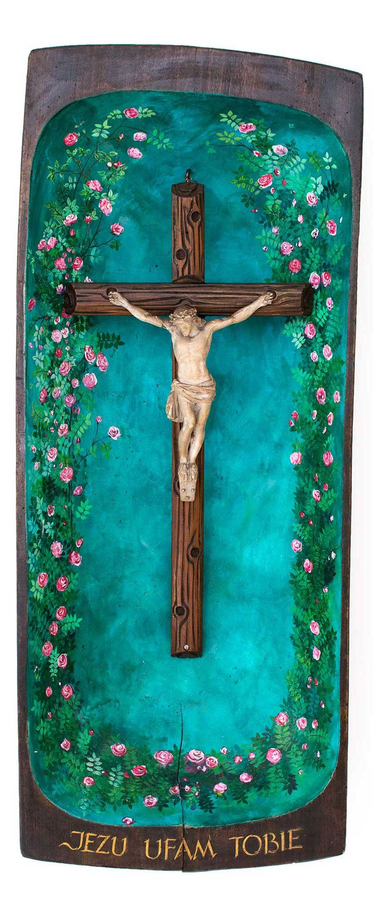 Piękna drewniana kapliczka wykonana ze odrestaurowanej drewnianej niecki, ze starego drewnianego krzyża i ceramicznej figurki Jezusa