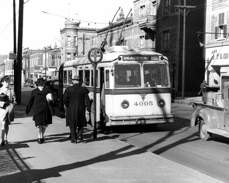 File:AEC Trolleybus on Beaubien Street, Montreal (1944).jpg