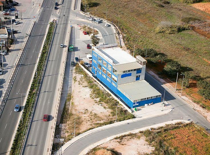 Греция -  Продается коммерческая недвижимость в восточной части Афин, недалеко от аэропорта.  Здание четырёхуровневое, общей площадью 1120 м2, состоит из цокольного этажа (310 м2) оборудованного рампой, первого этажа (310 м2) с  высотой потолка 3,8м, второго этажа (250 м2) и третьего (250 м2).  Помещения в отличном состоянии и идеально подходят для выставочного комплекса.  Цена: 2 250 000 € #недвижимостьвгреции #инвестициивгрецию #инвестициивафины #недвижимостьвафинах #афины #греция
