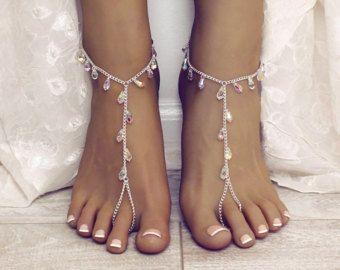 Spiaggia sandali a piedi nudi minimalista bianca sposa