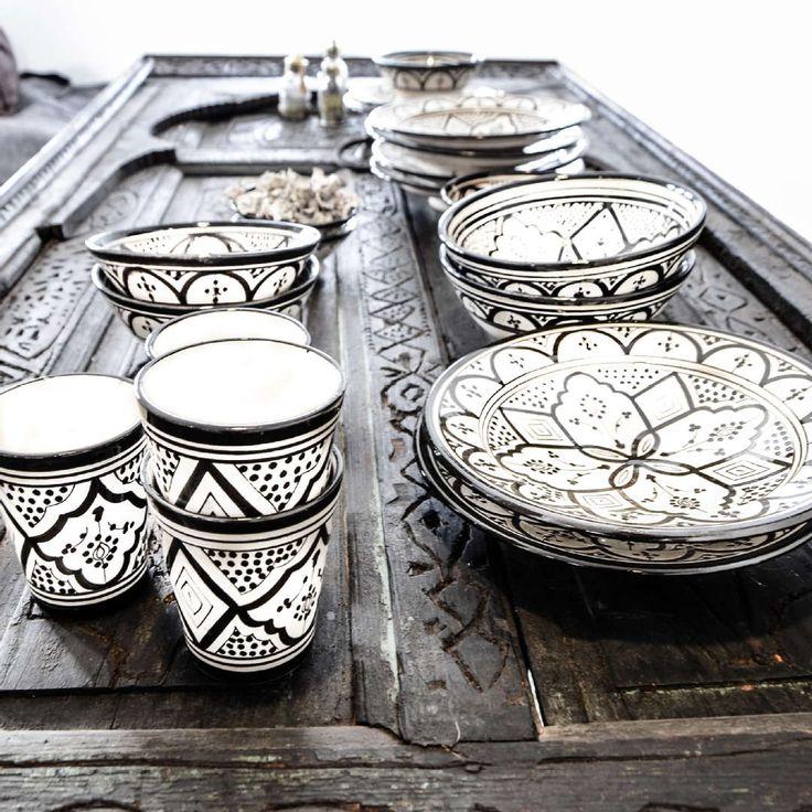 Kattaus kuntoon kauniin koristeellisilla, mustavalkoisilla astioilla. Klikkaa kuvaa, niin näet tuottteiden tiedot ja ostopaikat!