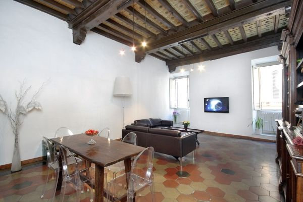 Rome, Italy Vacation Rental, 2 bed, 1 bath, kitchen with WIFI in Navona. Thousands of photos and unbiased customer reviews, Enjoy a great Rome apartment rental perfect for your next holiday. Book online!