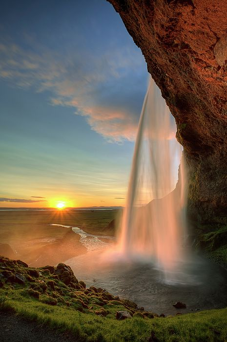 Seljalandsfoss is one of the best known waterfalls (197') in Iceland. Seljalandsfoss is situated between Selfoss and Skógafoss, where Route 1 meets the track going to Þórsmörk.