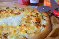 Pizza savoyarde façon tartiflette  Une délicieuse pizza savoyarde façon tartiflette faite maison facile et moelleuse à souhait !  #pizza #savoyarde #tartiflette