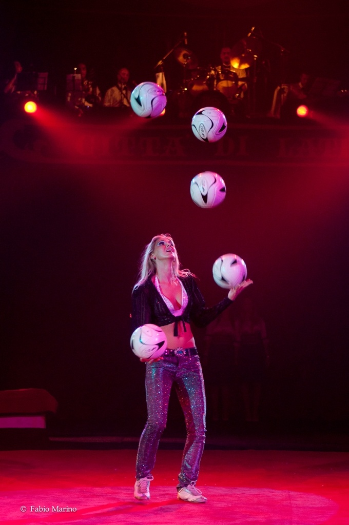 Helena Polach-Football juggler