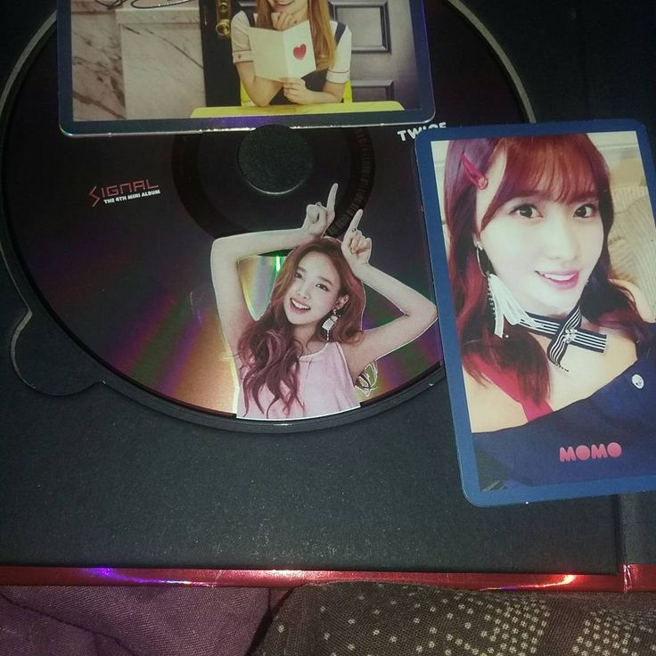 My new 3 copies!! 0 For cd plate i have: JiHyo Momo Tzuyu Nayeon Mina (i'll trade her tomorrow for my extra Momo cd plate) Dahyun Jeongyeon  Just missing Chaeyoung and Sana  Just one more album on the way u.u Hope i can find someone who can sell me the missing member  #twice #twicecollectiom #twicephotocard #kpop #kpopcollection #photocards #momo #jeongyeon #Nayeon #tzuyu #Dahyun