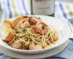 Nouilles chinoises et crevettes sautées à l'ail et coriandre (facile, rapide) - Une recette CuisineAZ