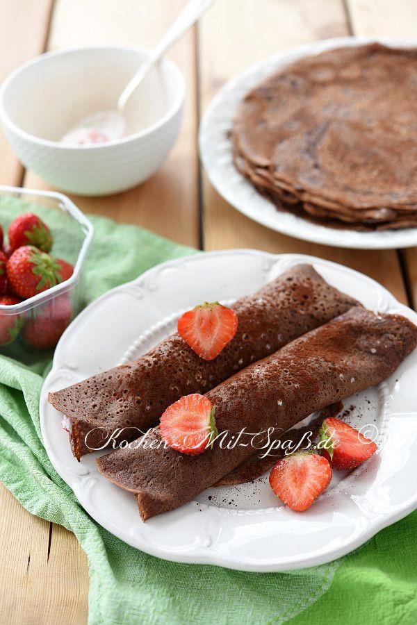 Schoko- Pfannkuchen mit körnigem Frischkäse und Früchten