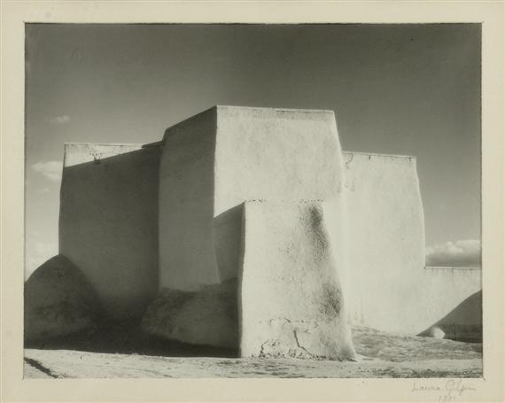 """GILPIN, LAURA  (1891 - 1979)  """"Ranchos de Taos Church"""". 1931  Tirage argentique noir et blanc. Signé et daté Laura Gilpin 1931 dans la marge en bas à droite. 18,5x23,5 cm."""