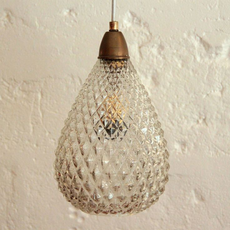 Lampe suspension luminaire abat jour en verre ancien forme ananas... http://www.lanouvelleraffinerie.com/nouveautes/1118-lampe-suspension-luminaire-abat-jour-en-verre-ancien-forme-ananas.html