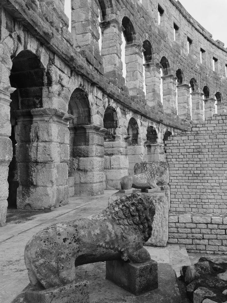 Das Amphitheater (Arena Pulska) in Pula. Es handelt sich um das sechtsgrößte weltweit und außerdem ist es eines der am besten erhaltenen überhaupt.