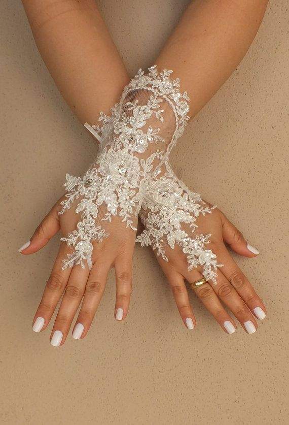 Weddinggloves // Unique very elegant Ivory free by WEDDINGGloves, $40.00