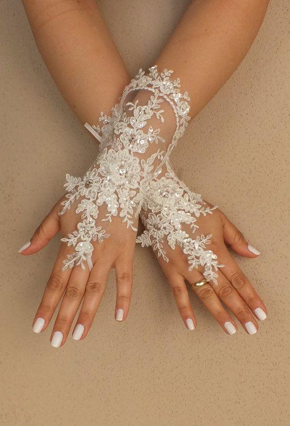 Weddinggloves // Unique very elegant Ivory free by WEDDINGGloves, $40.00