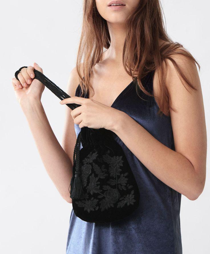 Kadife kese çanta - Yeni̇ Gelenler - İNDİRİM | Kadın modasında Sonbahar Kış 2016 trendleri - Oysho Türkiye