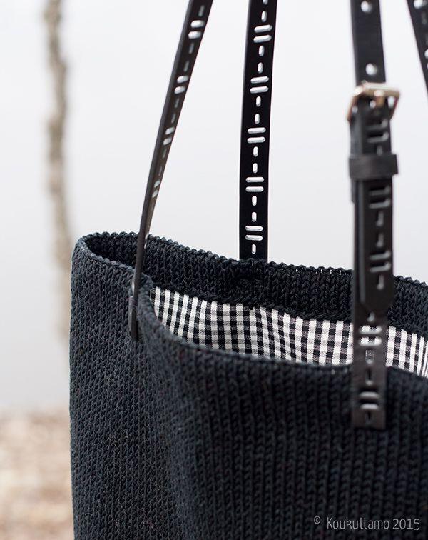 Hand knit bag with gingham lining | Koukuttamo | Neulottu vuorellinen kassi
