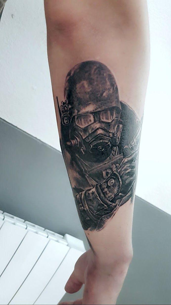 tatouage fallout 4 par stephane bueno tatoueur studio black corner tattoo valence #tattoo #tattoos #tattooart #tattooed #ink #inked #tattooedgirls #tattoogirl #tattooshop #inkedgirl #inkedgirls  #cute #girl #girls #sleeve #blackcornertattoo #stephanebueno #valence #realistictattoo #fallout #fallout4 #game #games #ps4
