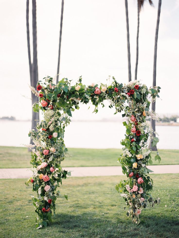 floral ceremony arch | Photography: Natalie Bray Studios