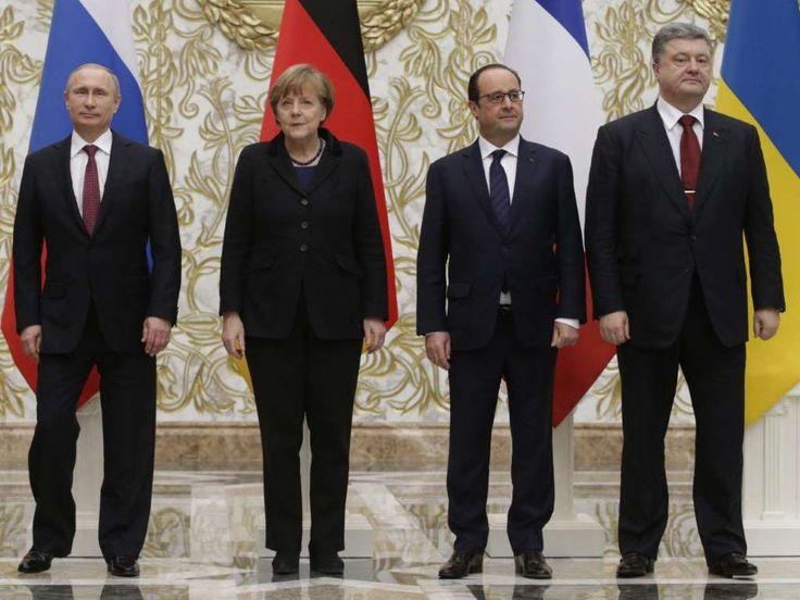 Russlands Präsident Wladimir Putin, Kanzlerin Angela Merkel, der französische Staatschef François Ho... - Foto: Tatyana Zenkovich -  Ukraine-Gipfel einigt sich auf Waffenruhe http://www.msn.com/de-de/nachrichten/politik/ukraine-gipfel-einigt-sich-auf-waffenruhe/