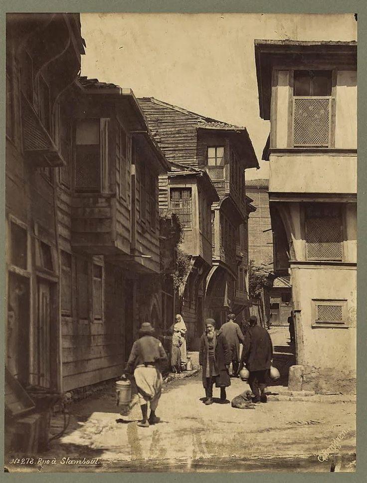 eski bir ara sokakta saklı kalan Istanbul  (Guillaume BERGGREN, 19.yy) #birzamanlar #istanbul #istanlook