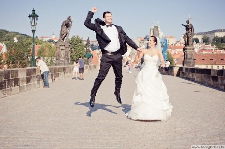 Sweet David and Julja at Charles Bridge in Prague while their wedding trip.