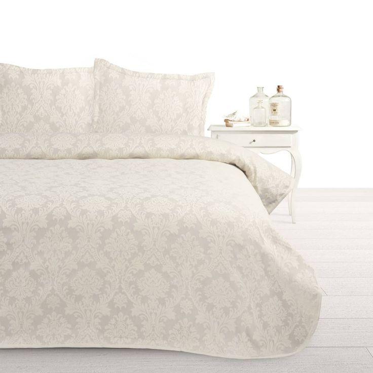 De Fancy Embroidery Heritage Sprei geeft een landelijke sfeer aan je slaapkamer. De sprei heeft een bruine - en een crèmekleur met daarop een barokprint. Het geheel is mooi afgewerkt met een geborduurde rand.