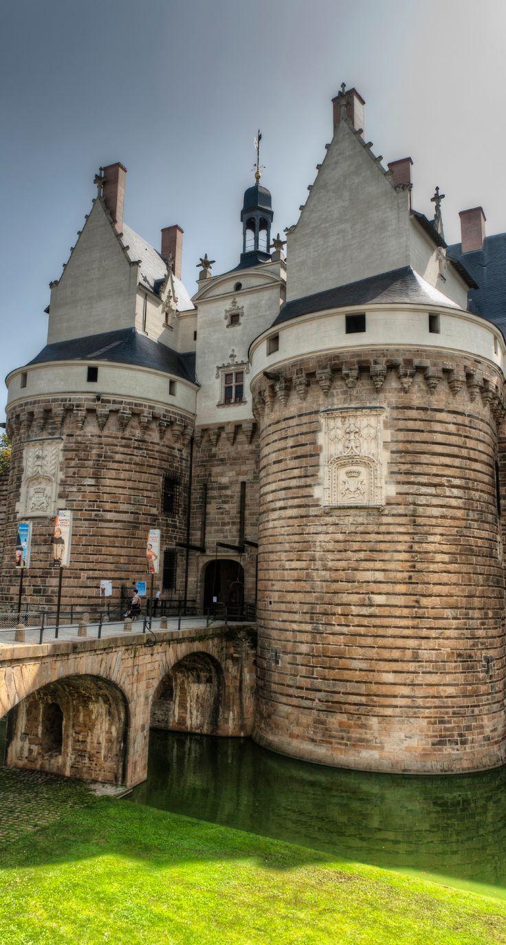 Château des ducs de Bretagne, en face du lieu unique